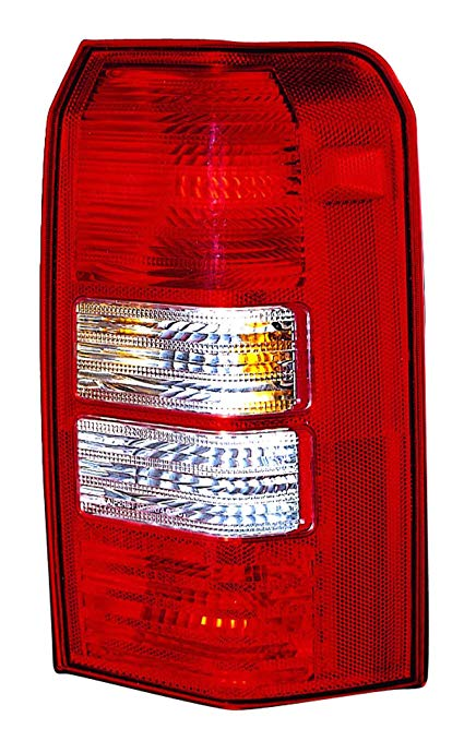 OE リプレイスメント Jeep パトリオット Passenger Side Taillight Assembly (Partslink ナンバー CH2801170) (海外取寄せ品)