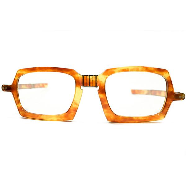 世界的DEEPジャンル デッドストック 1950s-1960s フランス製 MADE IN FRANCE ピエールカルダン PIERRE CARDIN ミリタリーシェイプ 折畳み式FOLDING AMBER ヴィンテージ メガネ 眼鏡 A4267