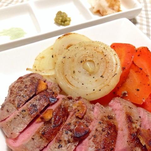 ステーキ肉 ヴィールカットレット 厚切り仔牛ステーキ 2枚入り(子牛のロース肉)-V102