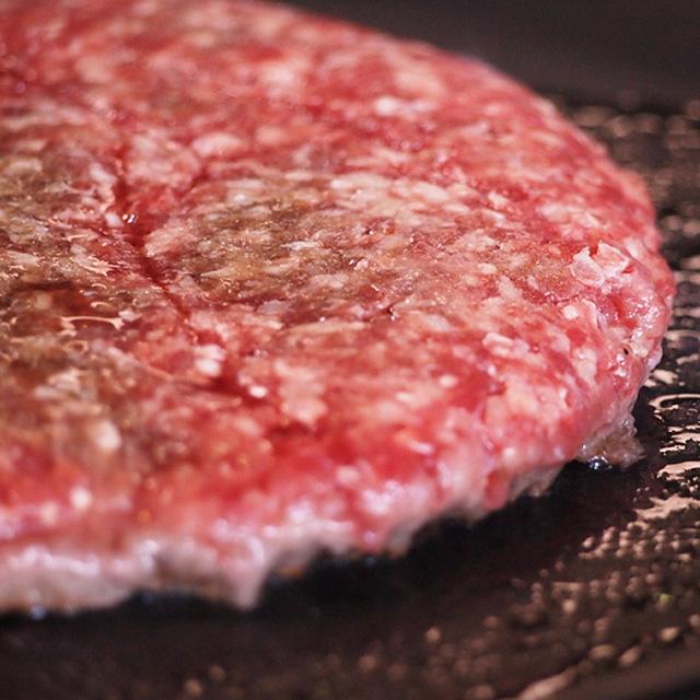 無添加 無着色だから安心 日本製 超特大 ハンバーガー用の特大バンズと一緒に挟んでご当地バーガー 特大 グラスフェッドビーフパテ 450g -B214 牛肉100%ビーフパティ 正規品 1ポンドサイズ オージー 牧草牛