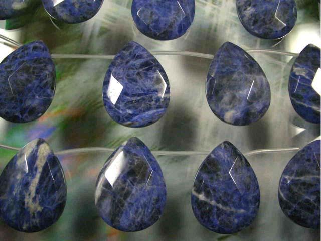 天然石ビーズソーダライト大粒ドロップカット30×40×12mm・1連40cm 10個前後