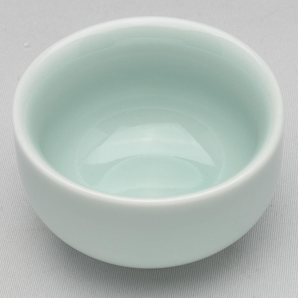 スタンダードな形 激安 ☆新作入荷☆新品 手頃な大きさの弟窯粉青の品茗杯です 青磁の中国茶器 林檎品茗杯 45ml 満水70ml 弟粉
