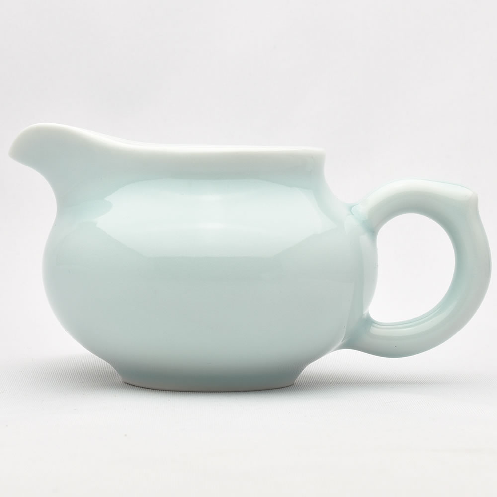 使いやすい持ち手ありタイプ 龍泉青磁の茶海です 青磁の中国茶器 有名な お中元 龍壺茶海 165ml 満水195ml 弟窯粉青