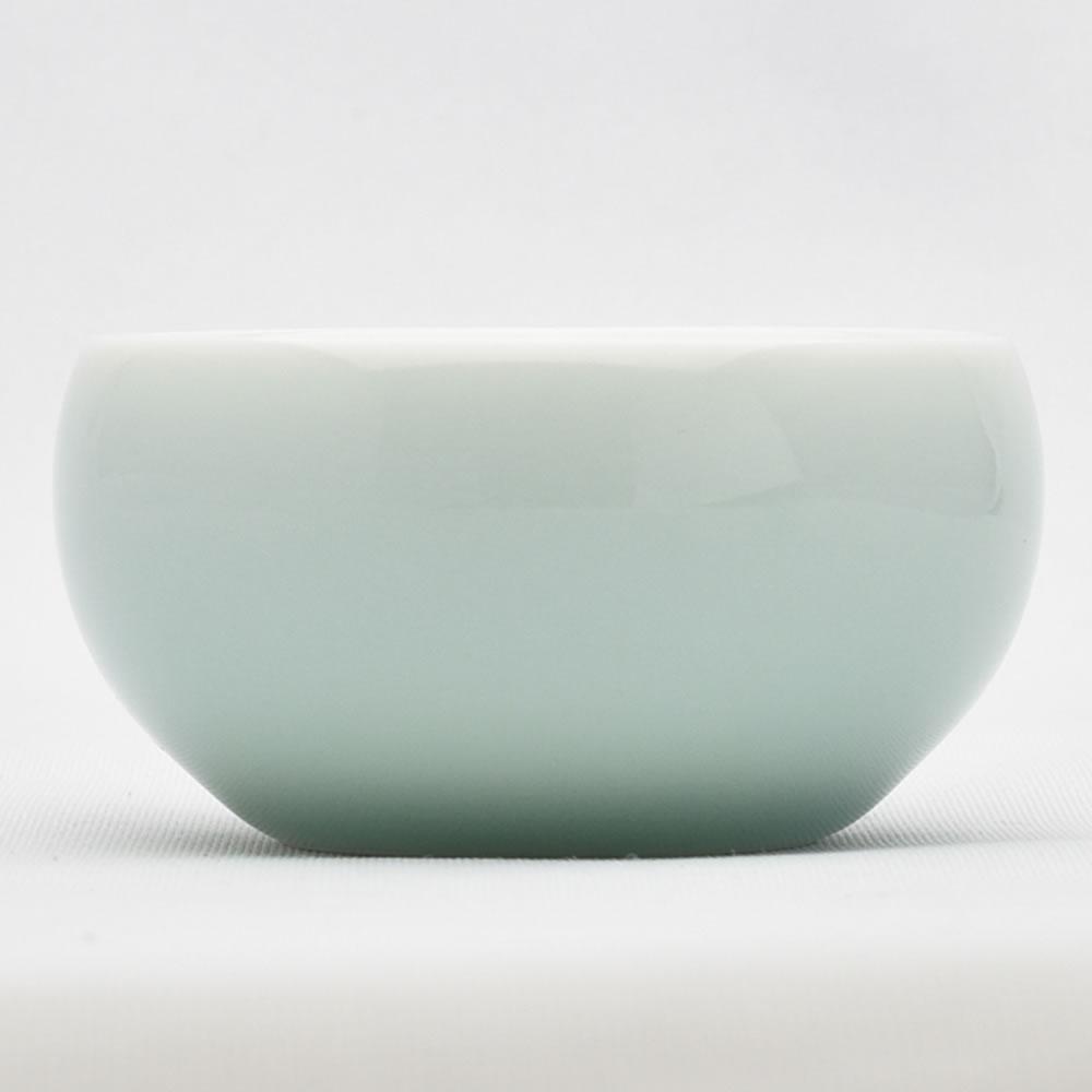 返品不可 シンプルな形の弟窯粉青の小さめ品茗杯です 青磁の中国茶器 訳あり商品 小杯 満水45ml 弟窯粉青 25ml