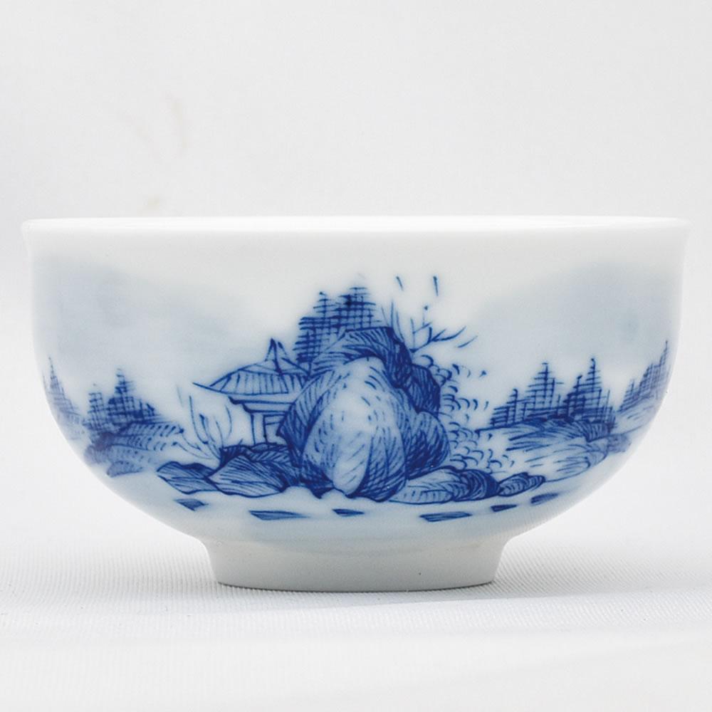 伝統的な山水画を手書きした景徳鎮の茶杯です 青花山水杯 大放出セール 送料無料お手入れ要らず 満水90ml 45ml