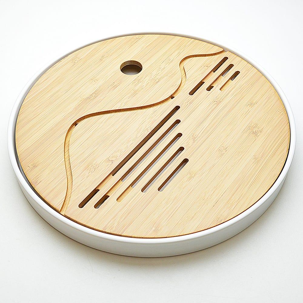 山水をモチーフにした薄手の竹茶盤。台はプラスチックで軽量。 竹縁山水(白・竹茶盤)