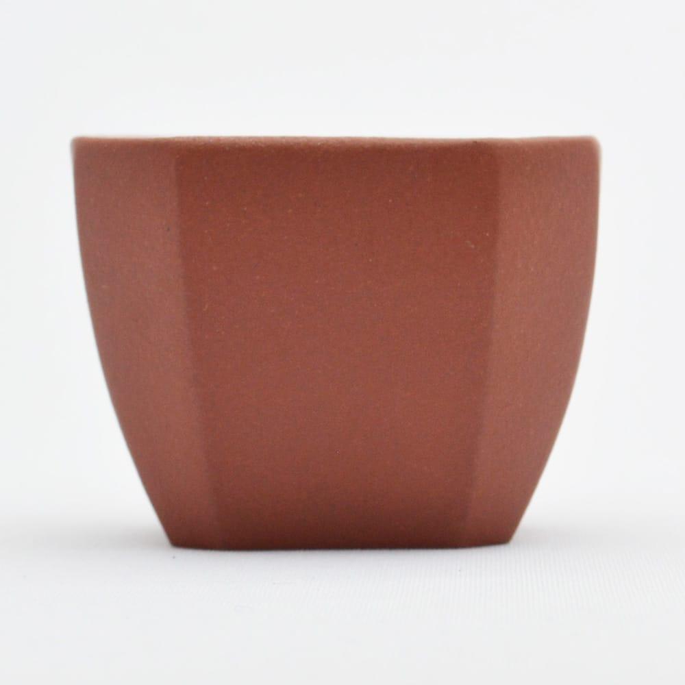8角形に仕上げられた紫砂の品茗杯 こちらは明るい茶色 特価キャンペーン 四方茶碗 売店 赤茶 満水85ml 45ml