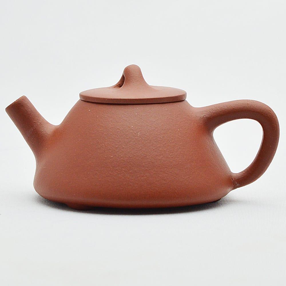 70%OFFアウトレット 橋のように架けられた蓋のつまみ 未使用 台形の印象的な形の小茶壺です 宜興紫砂壺 赤茶 小石瓢90ml