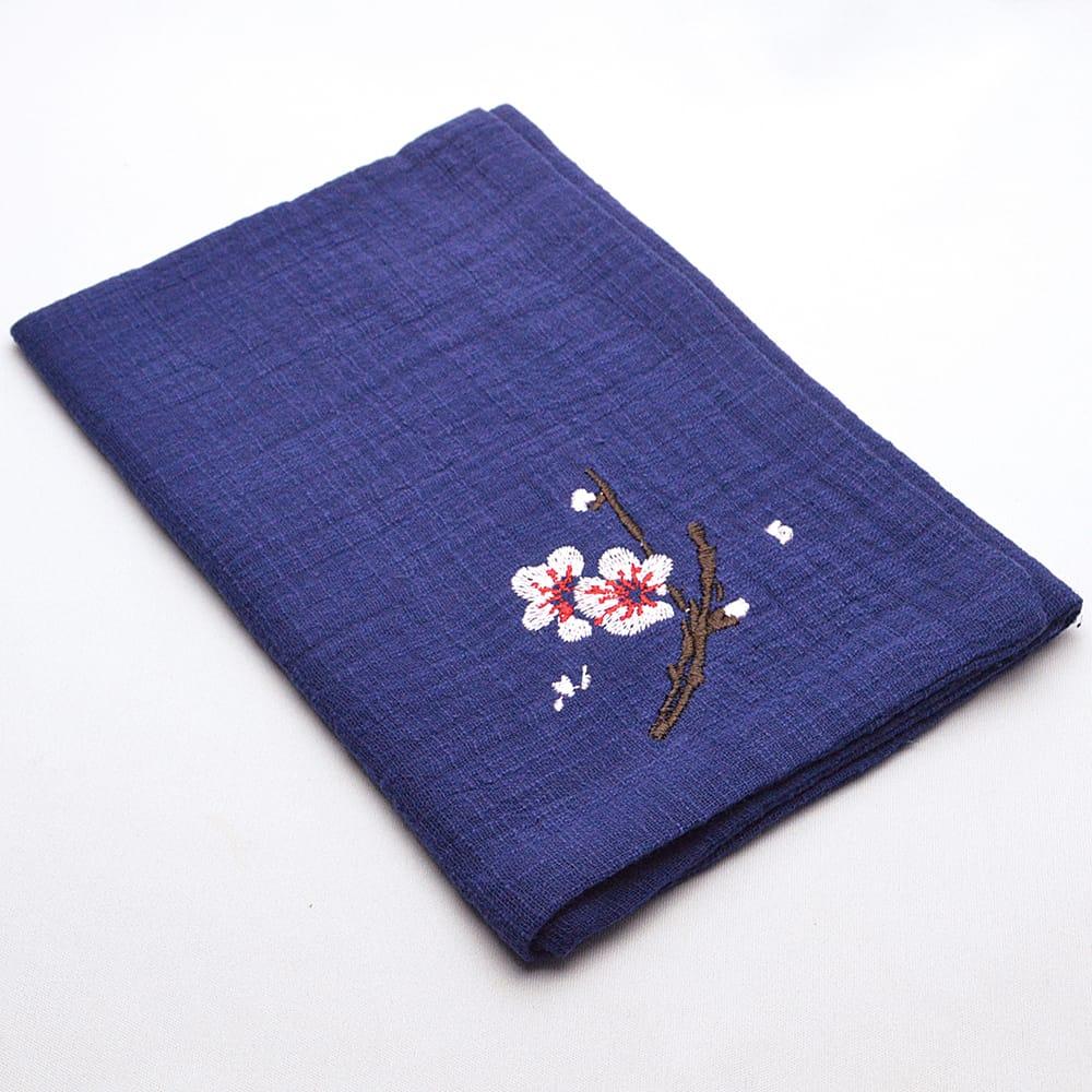 手触りの柔らかい綿麻の茶巾 紺色に梅花の刺繍がアクセント 高級品 中国茶道具 激安通販 紺 刺繍茶巾