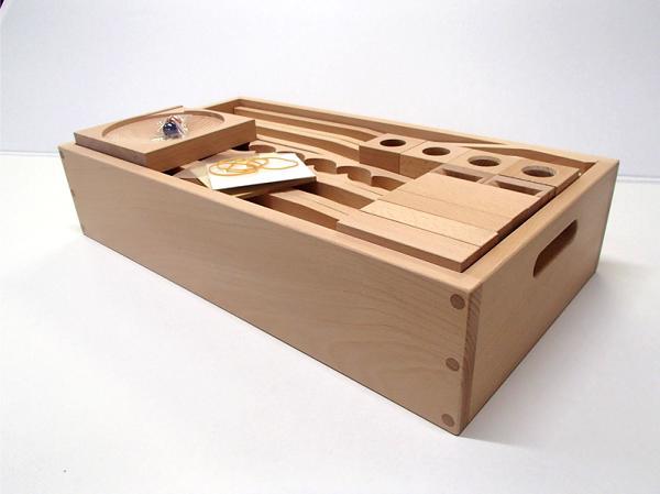 【収納箱入り】【小さな大工さんのレールセット】 45ミリ基尺いろいろなビー玉ころがしのパーツが入った箱入りセット 日本製 白木の積み木 45-29-7対象年齢3歳以上