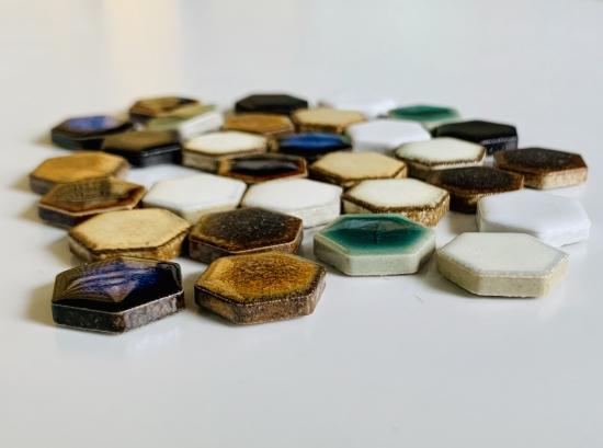 19mm六角形 六兵衛 100g入り ヘキサゴン DIY 工作 アウトレットセール 特集 タイル 小さい 豊富な品 インテリア 陶磁器
