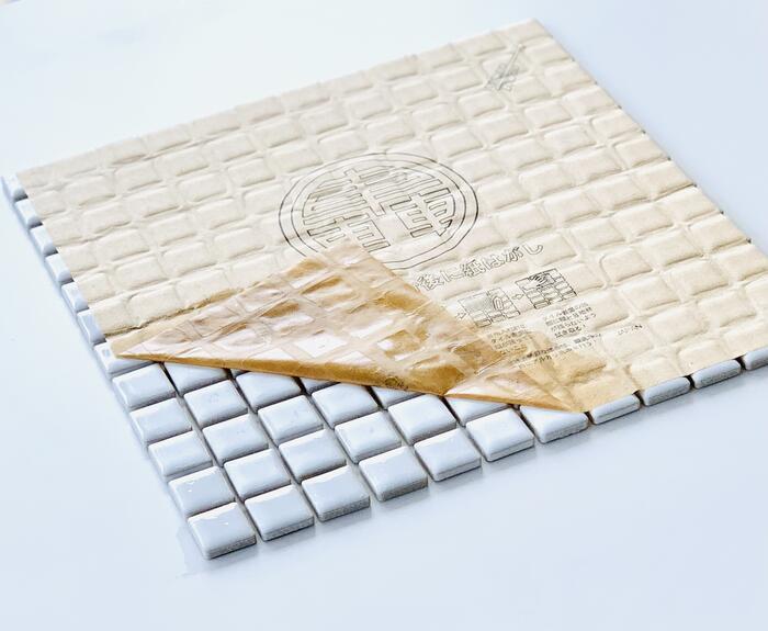 レトロ モザイクタイル23mm角丸 デイ ハピー 16カラー1シート 表紙貼 デイハピー 記念日 昔から続くタイル DIY メーカー在庫限り品 陶磁器 四角 インテリア 工作 小さい おすすめの タイル
