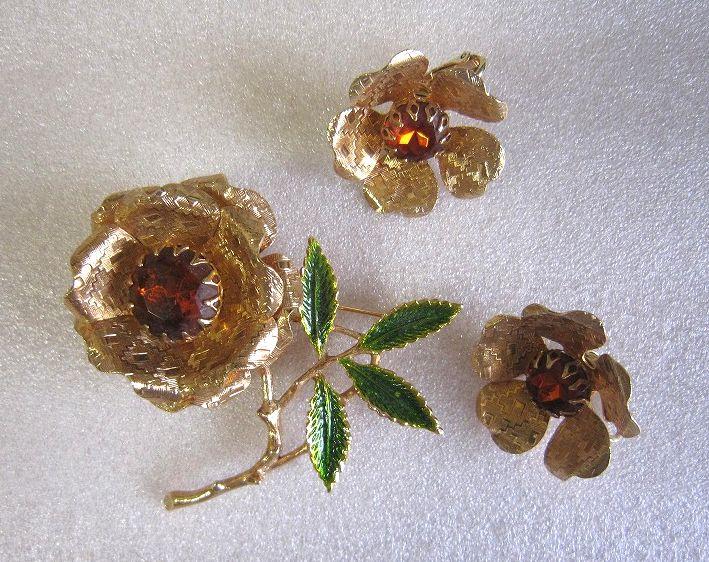 SARAH COV サラコベントリー トパーズ色ラインストーンのゴールドお花のブローチとイヤリング  EMBER FLOWER