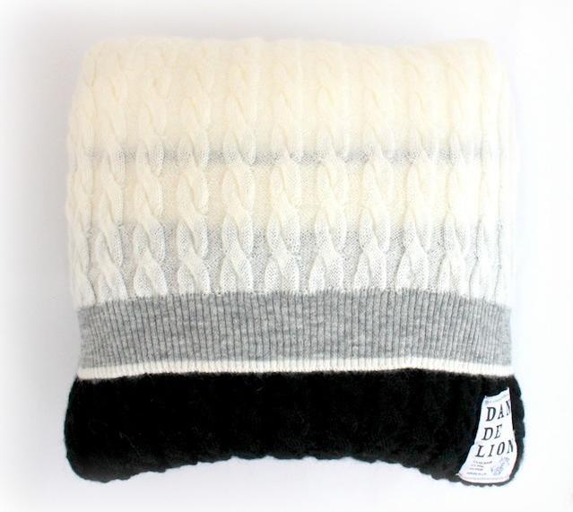 DANDELION(ダンデリオン)キッドモヘア ニットクッションカバーケーブル編み《チャコールグレー》
