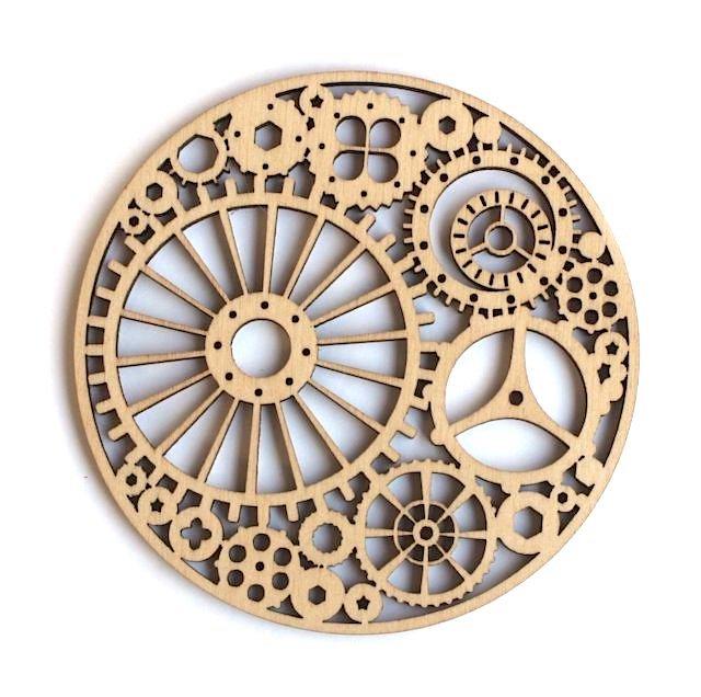 リトアニアから オーナメントにもできるきれいな透かし彫り 当店一番人気 リトアニア製 木製コースター ラウンド《歯車》 今だけスーパーセール限定