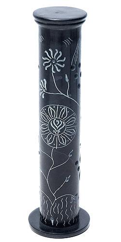 皂石圆柱香站新鲜黑香、 熏香、 滑石、 伸缩香