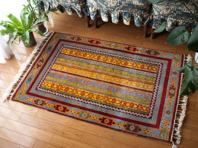 手織りのインド絨毯【約123cm x 約80cm】 / ラグ マット 手織り絨毯 送料無料 レビューでタイカレープレゼント あす楽