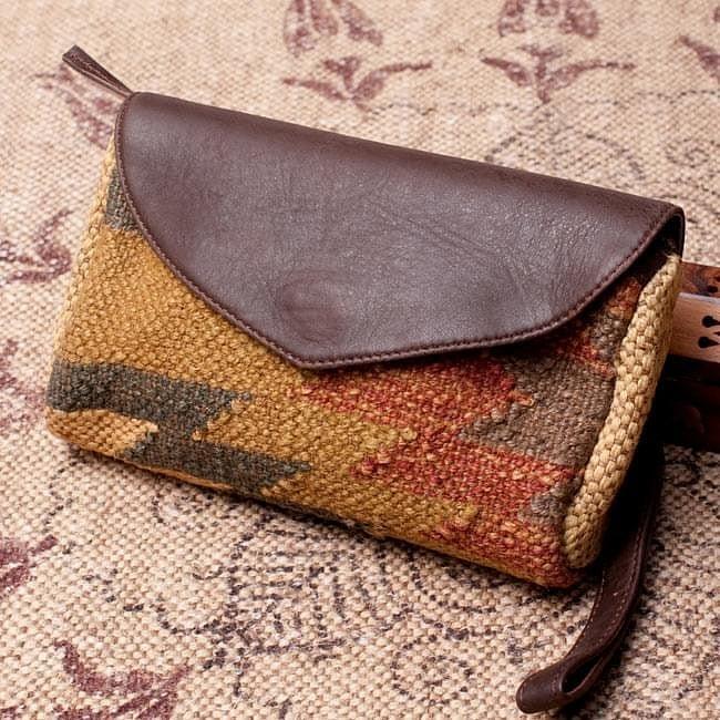 店内全品エントリーでポイント5倍 〔一点物〕伝統を紡いだ インドキリムのクラッチウォレット / ダリー ジュート バッグ 送料無料 レビューでタイカレープレゼント あす楽