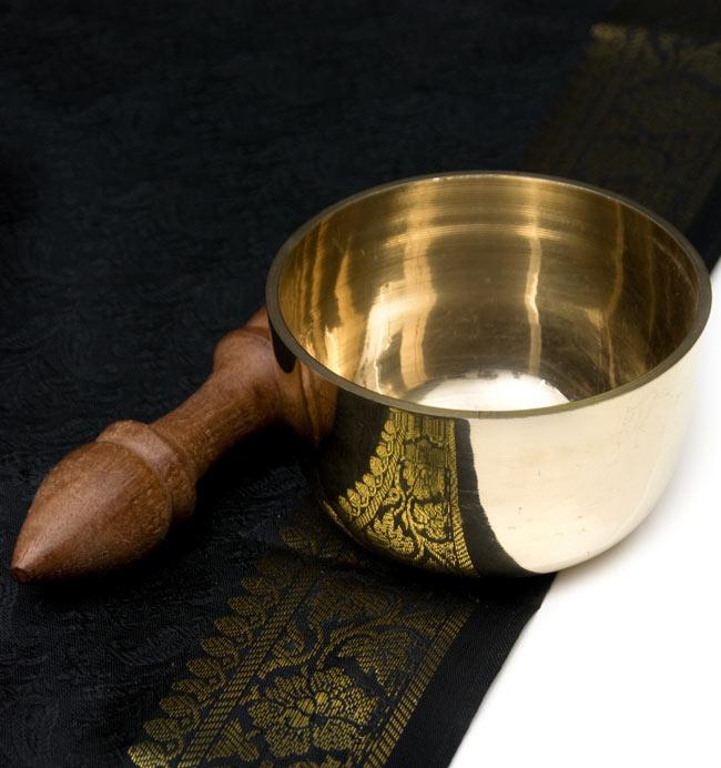 シンギングボール ネパール 楽器 打楽器 民族楽器 シンギングボウルの鳴らし方は木の棒でふちをこするだけの簡単な動作だけ 最初は音を出すのが難しいかもしれませんが慣れてくる シンプルシンギングボウル Bowl ヒーリング楽器 エスニック楽器 インド楽器 超激安 9.1cm 仏教 Singing 瞑想 送料無料新品