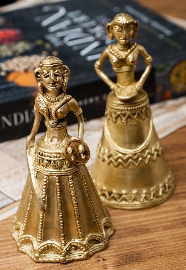 定番 送料無料 あす楽 ハンドベル インドのメタルデザイナーが作成した少数民族をモチーフにしたハンドベルです セットでお得になっています インド少数民族のハンドベル 男女セット 民族楽器 エスニック楽器 在庫処分 インド楽器 ヒーリング楽器 打楽器