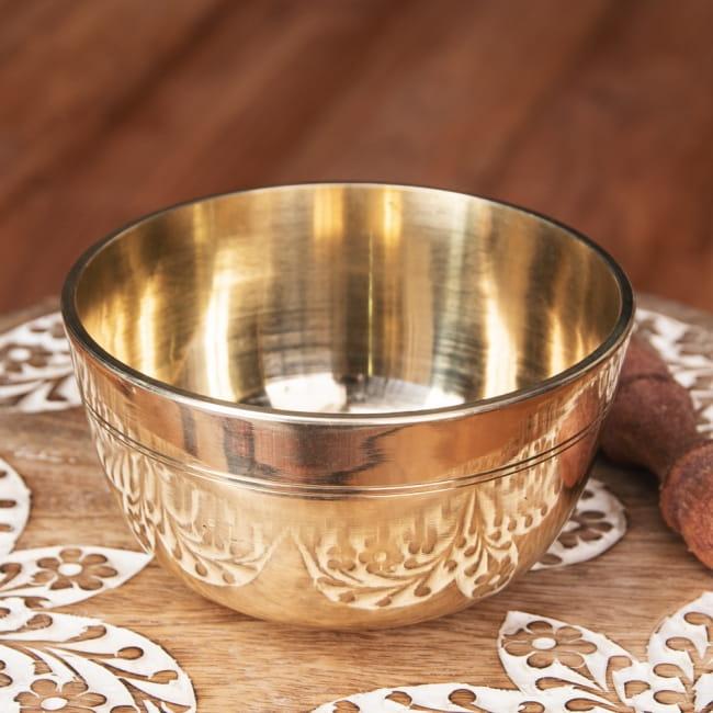 ネパール 楽器 オーバーのアイテム取扱☆ 打楽器 民族楽器 シンプルで扱いやすい シンプルで鳴らしやすい シンプルシンギングボウル ライン模様入り 約12cm Bowl インド楽器 返品不可 仏教 エスニック楽器 ヒーリング楽器 Singing シンギングボール 瞑想