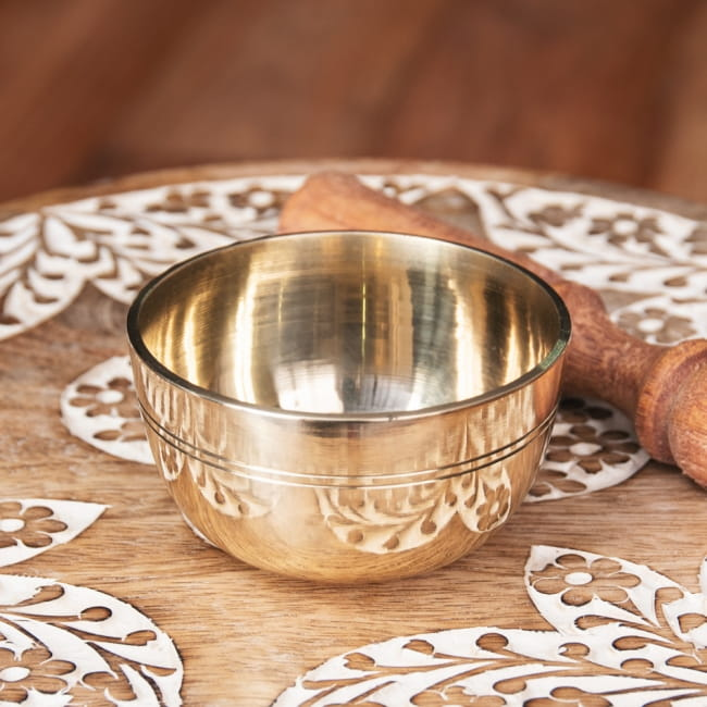 ネパール 楽器 打楽器 民族楽器 シンプルで扱いやすい シンプルで鳴らしやすい シンプルシンギングボウル ライン模様入り 約8.4cm 瞑想 エスニック楽器 キャンペーンもお見逃しなく インド楽器 仏教 Singing ヒーリング楽器 プレゼント Bowl シンギングボール