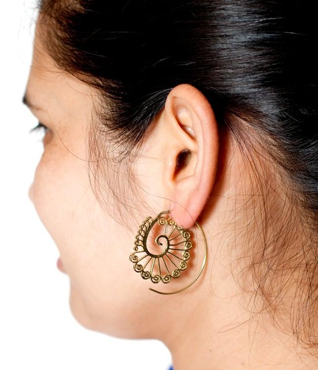 孔雀花纹的打旋,是无环耳环| 室内癖性传统族群亚洲配饰脚镯环瓶子D