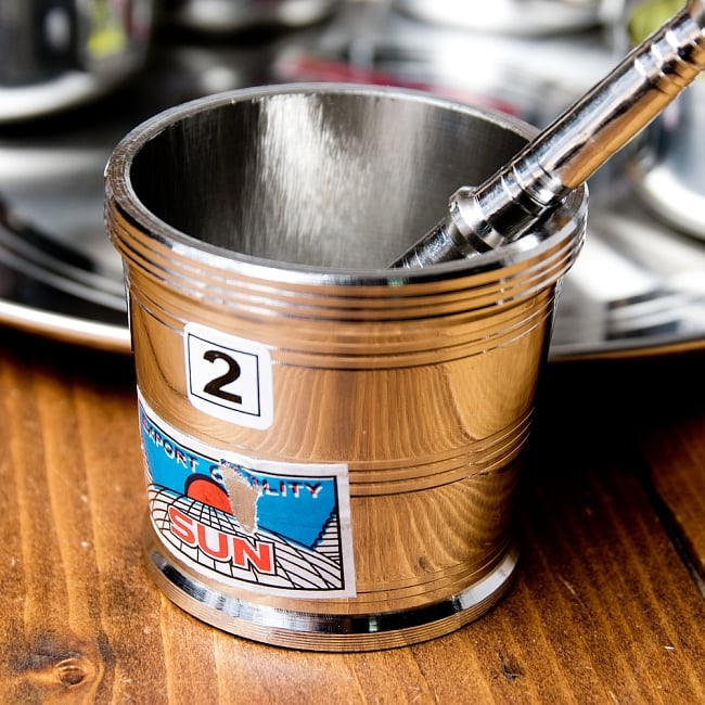 2 号香料磨床直径︰ 7.5 厘米高度︰ 约 6.5 厘米民族亚洲印度食物食物磨厨房炊具