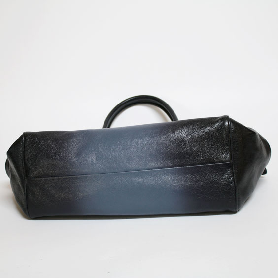 7d958243d28 ボッテガヴェネタ(BOTTEGA VENETA)のダークネイビー クリム マドラス スフマート ブレラバッグです。