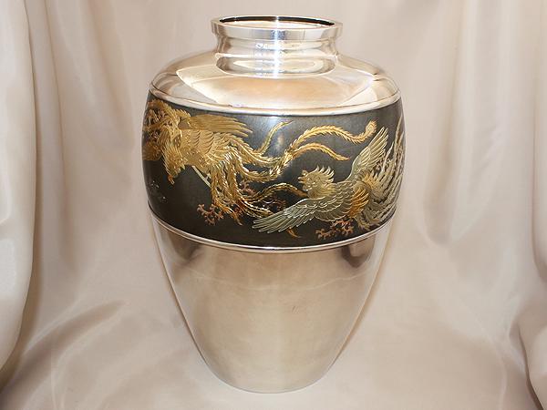 【送料無料】【中古】純銀製 花瓶