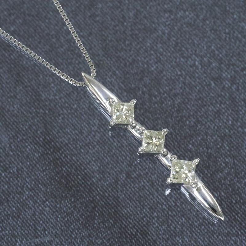 K18WG プリンセス ダイヤモンド ネックレス (0.7ct)高品質 トリロジー ペンダント ダイヤ