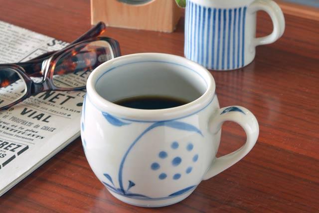 ふくよかな形に やさしい太陽の柄が良く似合います 物品 あったかいミルクにコーヒーに 冷たい飲みものにと毎日大活躍のカップ 太陽柄の丸ミルクカップ 砥部焼 情熱セール 梅山窯