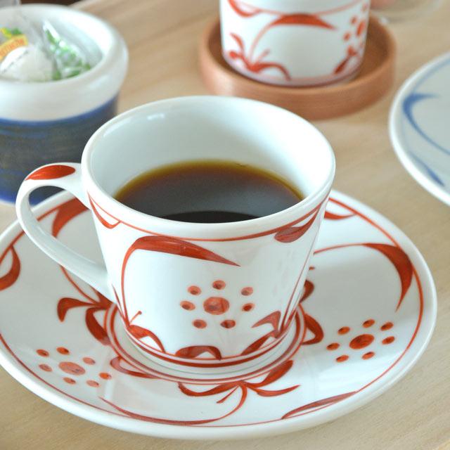 白磁に映える 明るい印象の赤絵 限定モデル コーヒーや紅茶など ティータイムがいっそう楽しくなります 藍色の 砥部焼 太陽柄 赤太陽のコーヒーカップ 梅山窯 と組み合わせてのプレゼントも人気 爆買い送料無料