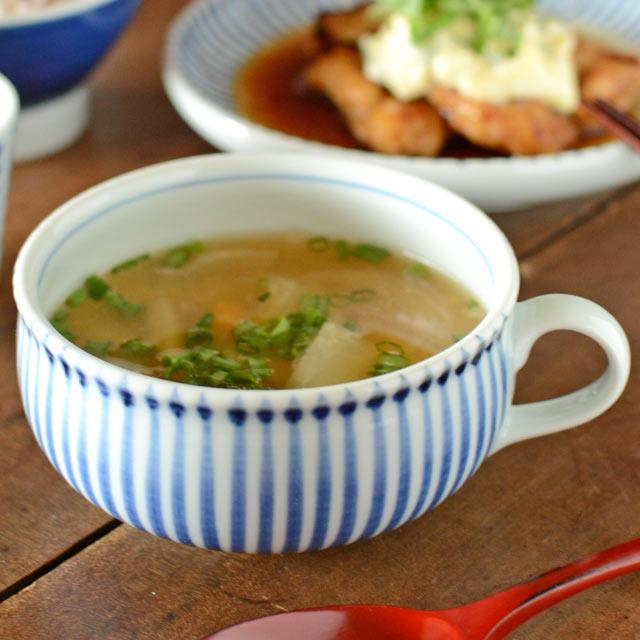 日本の定番の文様 とくさ シンプルな絵柄だから NEW 和洋中と料理によって表情を変えてくれます あたたかいスープを包み込んでくれるような 在庫あり とくさ柄のふっくらスープカップ ふくらみあるカップです 梅山窯.. 砥部焼 梅山窯