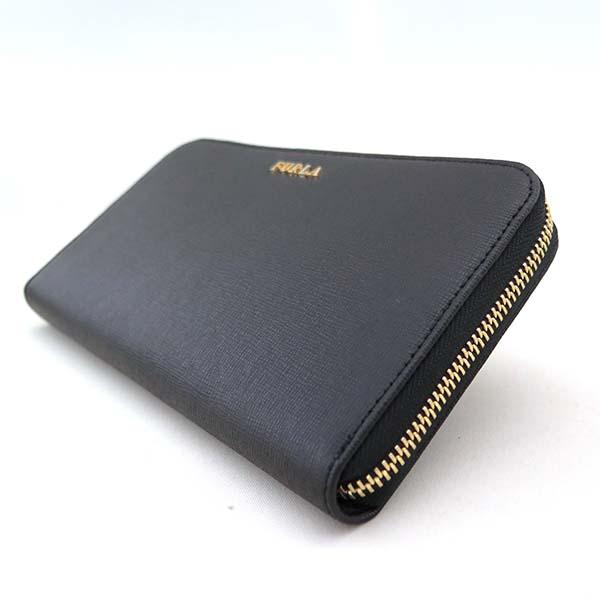 70a792d4cfdb 鮮やかなカラーで気分も一新!ジップ式長財布で、カード入れやポケットなども多く、機能的なお財布です。大きさの割に比較的軽いのも魅力です。