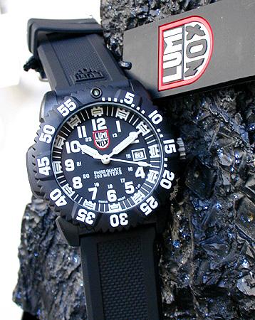 【送料無料】LUMINOX ルミノックス バーゼルモデル No.3051 海外モデル カラーマークシリーズ 3050シリーズ Navy SEALs ネイビーシールズ ラバーベルト 黒 ブラック 軽量 ミリタリー メンズ 腕時計 誕生日プレゼント 男性 ギフト