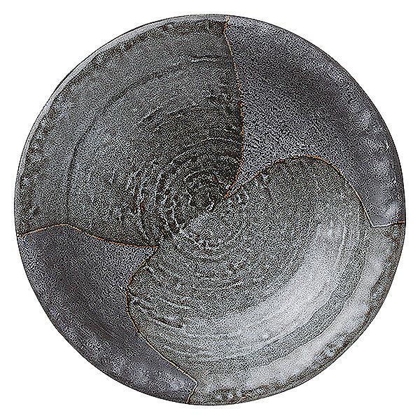 黒色の微妙な変化で料理を際立たせるシックな器。 山がすみ 石目尺皿 32cm 和食器 丸大皿 日本製 美濃焼 業務用 65-51538003