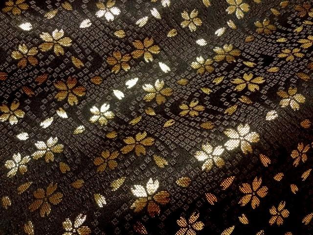 最安値 美しい金襴織物 衣装 和装 小物などに和柄 生地 布 和柄生地 金襴 金襴布 金襴生地 金襴織物 きんらん ブラック 10cm単位 切り売り 金らん 布地 はぎれ 上質 和風 通販 鹿の子流水に小桜 よさこい 和柄 京都西陣織 黒