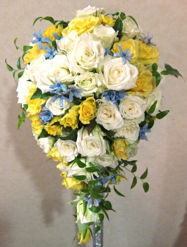 お買い物マラソン 生花 ウェディングブーケ オーバル 黄色と白のティアドロップ(※ブートニア付き) お中元 贈答