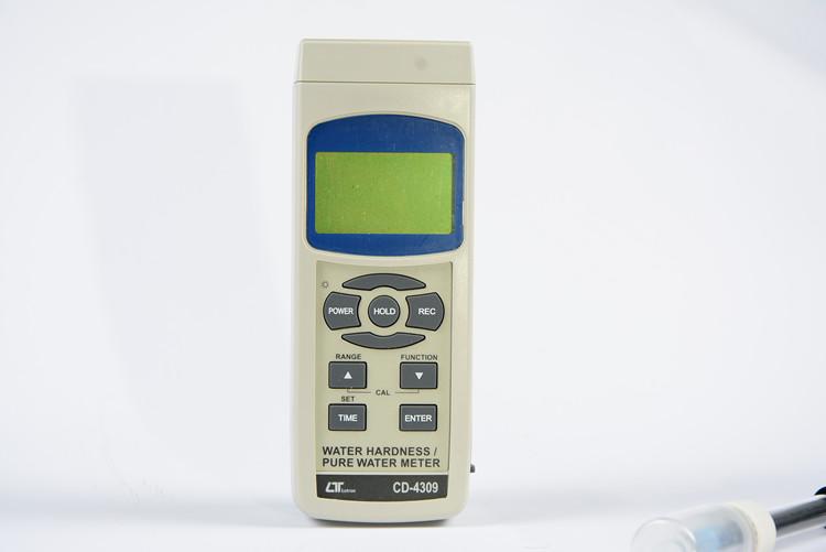 【送料無料】 LUTRON社 純水硬度計導電率塩水TDS硬水検出器 CD-4309