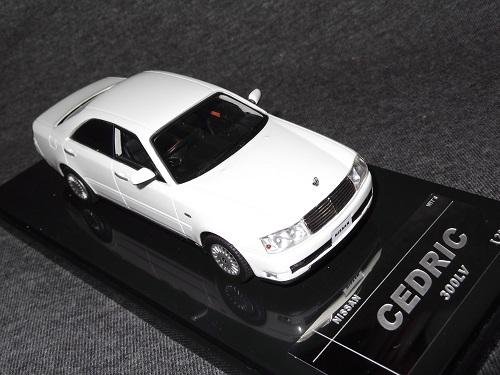 ミニカー Wit's W564 1/43 CEDRIC 300LV ホワイトパール セドリック