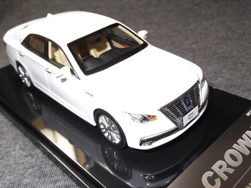 ミニカー WIT'S CT532 1/43 CROWN Hybrid Royal saloon white Pearl Crystal Shine クラウン