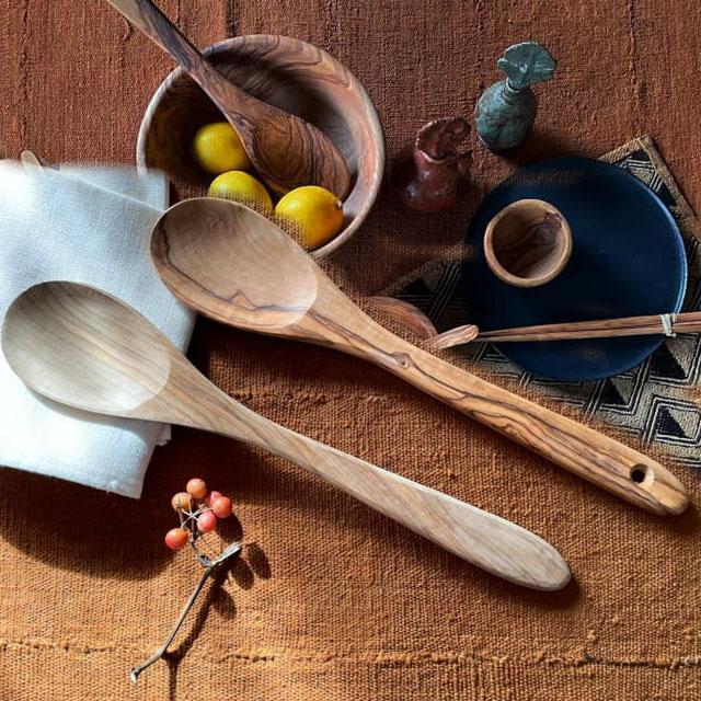 自然の木目が美しいオリーブの木の器 オリーブウッド サーバースプーン 大 木のお玉 オリーブ オリーブの木 木皿 25%OFF オリーブプレート オリーブ皿 木の器 日本製