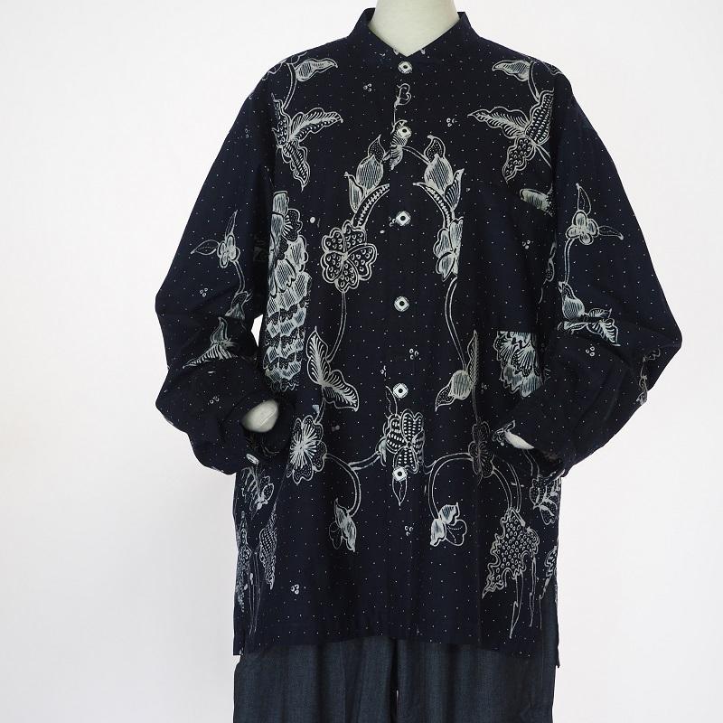 インドネシアの伝統的なバティックが美しいシャツ ジャワバティックメンズシャツ 濃紺 送料無料 ろうけつ染め 供え コットンメンズ シャツ エスニック クラビ ギフト ラッピング無料 マート 更紗krabi