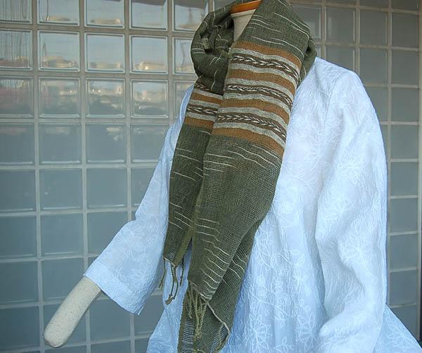 送料無料 草木染した糸でゆったり織られたふんわりかるいスカーフです 10%OFF 草木染スカーフ ゆったり織り グリーン系送料無料 タイ製 母の日ギフト コットン ラッピング無料 全商品オープニング価格 綿