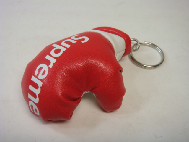SUPREME BOXING GLOVE KEY CHAIN