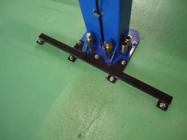 2柱門型リフト209C用耐震補助ベース