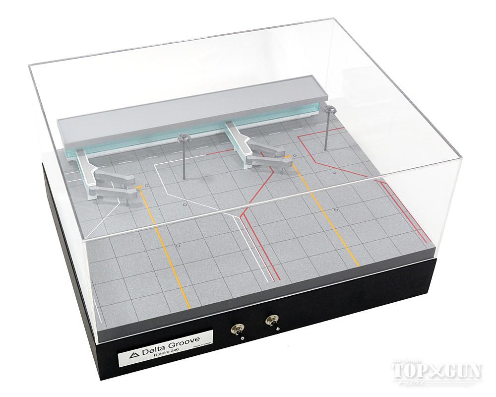 【空港ジオラマ】【店頭受取対応商品】 Roteiro4s Terminal 空港ターミナルジオラマセット(建物・搭乗橋・照明塔付) 2機駐機タイプ(赤線) 1/400スケール用 ※受注生産 デルタグルーヴ/Delta Groove 飛行機/模型/完成品 [R4-02LR]※線の色が赤線に統一します