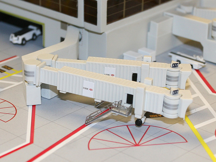 Gemini Jets 搭乗ブリッジ 大型機用 3個入り 売買 正規認証品 新規格 1 GJARBRDG2 400 ジェミニジェッツ飛行機 模型 完成品