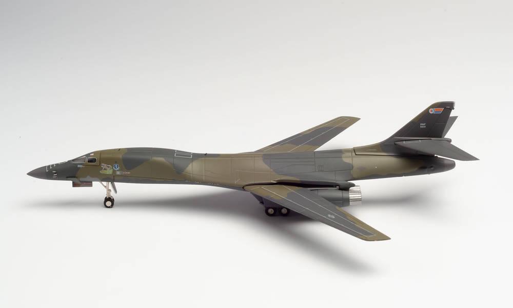 安全 Herpa Wings 店頭受取対応商品 B-1B アメリカ空軍 46th Sq 319th BW グランドフォークス空軍基地 ※金属製 200 2020年9月10日発売 ヘルパウィングス飛行機 模型 herpa 570725 完成品 品質検査済 1